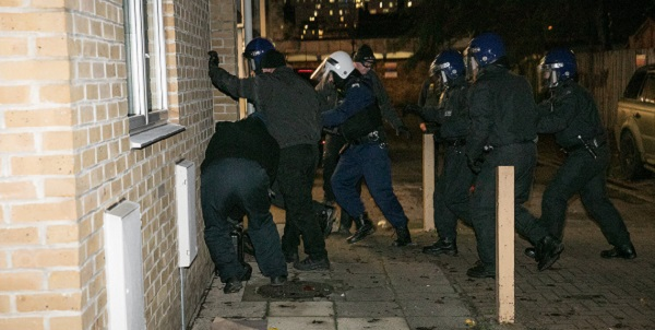 Police drugs raid in Shadwell, Tower Hamlets, 12th December 2017